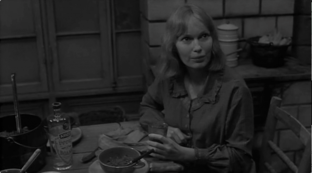 Mia Farrow in Shadows And Fog