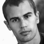 Unknown-photoshoot-theo-james-35287714-425-540